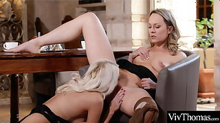 Sexy blondes take turns gnawing away everlastingly other's moist pussies