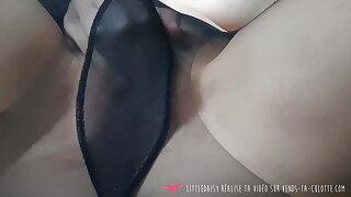 Vends-ta-culotte - French Babe Masturbates in Stockings